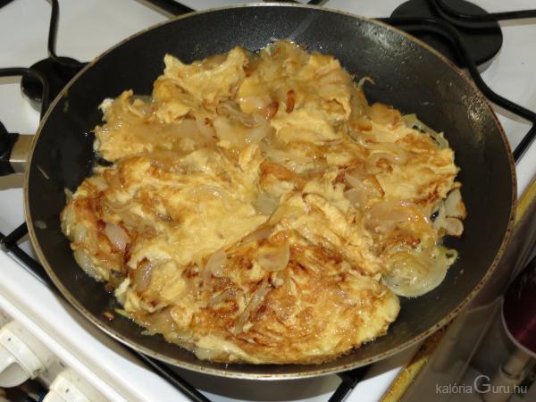 Hagymás, paprikás tojásrántotta (2 személyre) recept..